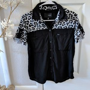 Women's Hurley shirt with leapord print size med